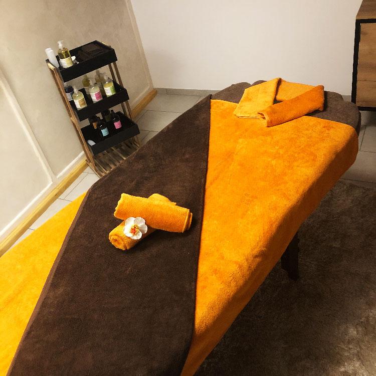Massages, Soins Visage, SPA Escale Bien Etre Dole - Table de massage